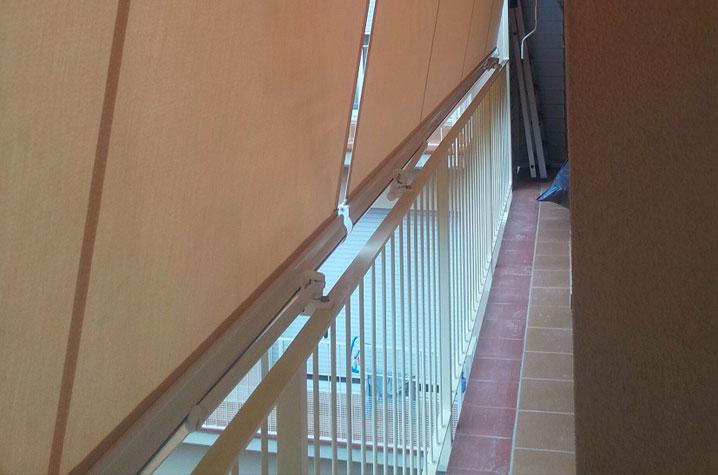 B sicos balcones y ventanas tendals egara toldos en for Anclajes para toldos