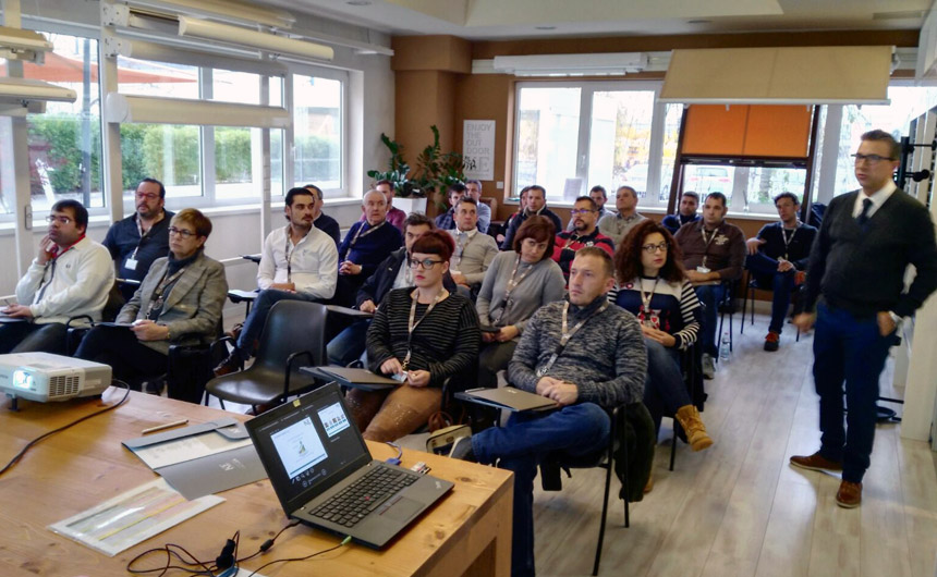 El equipo, de visita a KE Italy