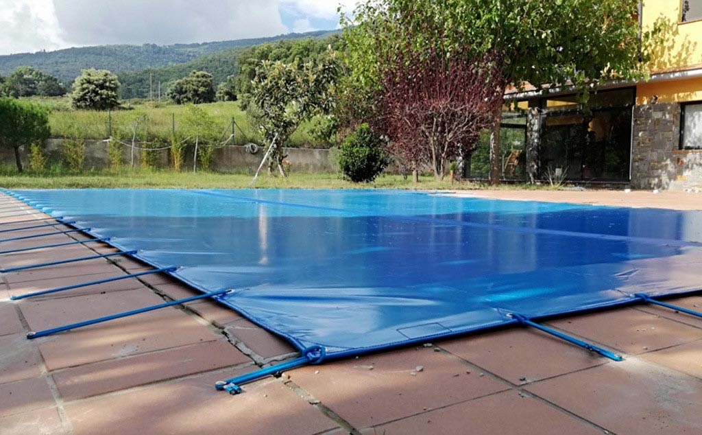 El otoño, el mejor momento para instalar una cubierta en vuestra piscina